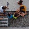儿童在墨西哥第一个专门为难民和寻求庇护者开设的庇护所玩耍。