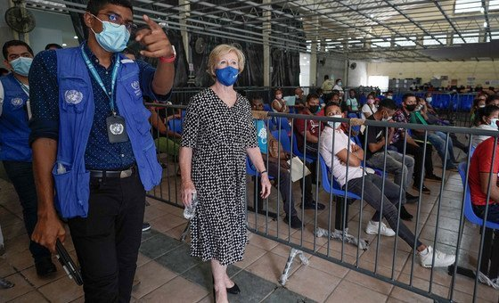 UNHCR's Assistant High Commissioner for Protection, Gillian Triggs, tours a Refugees Service Centre with UNHCR unit   during a sojourn  to the confederate  Mexican metropolis  of Tapachula.
