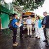 El Alto Comisionado de la ONU para los Refugiados, Filippo Grandi, conversa con los habitantes de un albergue para refugiados en Tapachula, México.