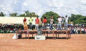 Local youth join popular South Sudanese artist Emmanuel Kembe as he sings about peace, reconciliation and nation building. The concert was part of a series of peace events that have been conducted in the area by UNMISS, in collaboration with the local authorities. (28 August 2019)