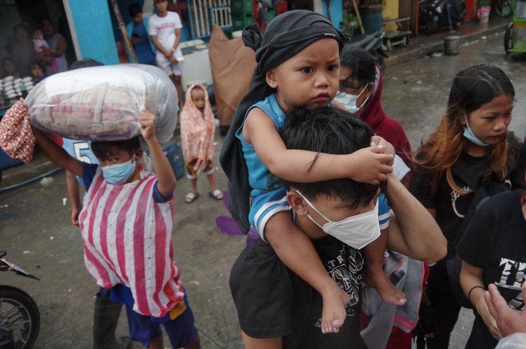 Waathirika wa kimbunga nchini Ufilipino wakiwasili mji mkuu Manila Novemba 1, 2020.
