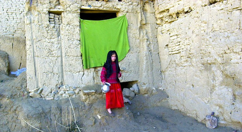 A young girl stands outside her shelter in the in Fazal Baig district, near Kabul. (file)