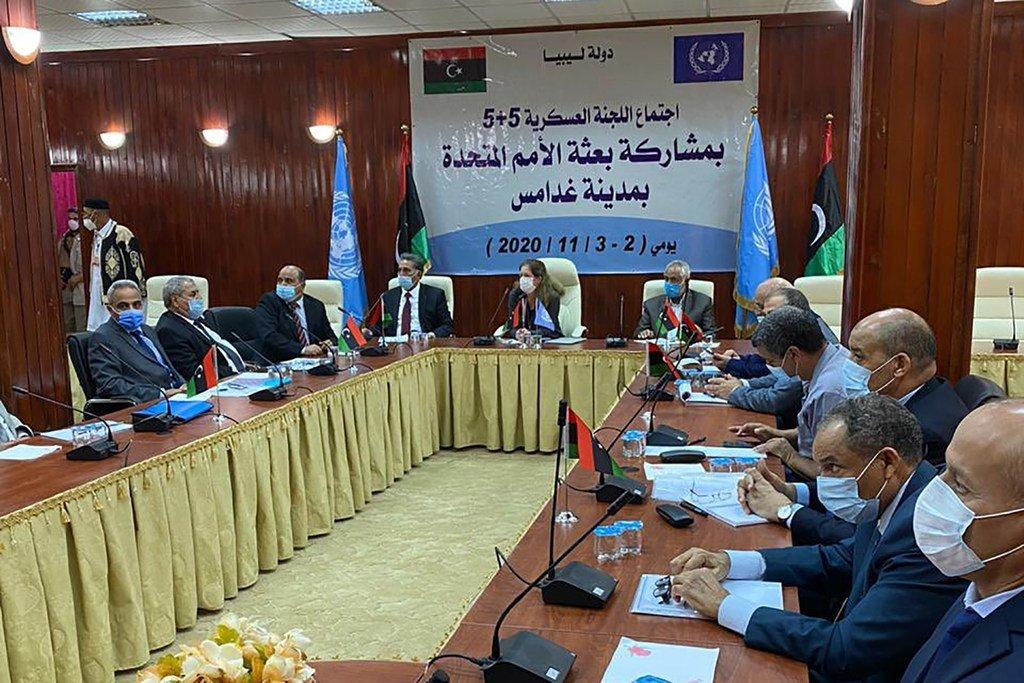 Stephanie Williams, Représentante spéciale par intérim du Secrétaire général pour la Libye, participe à une réunion de la Commission militaire mixte libyenne à Ghadamès, en Libye.