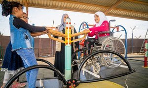 约旦扎塔里(Za'atari)难民营,一名9岁的残疾女童正在学校的无障碍操场玩耍。