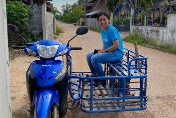 Mfanayakazi wa kujitolea wa UNICEF Rasa Pattikasemkul akiwa kazini Khon Kean kaskazinimashariki mwa Thailand.