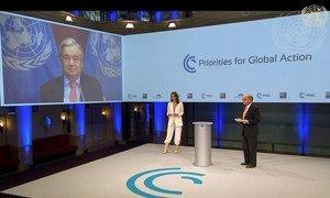 الأمين العام للأمم المتحدة أثناء مشاركته، عبر تقنية التواصل المرئي، في مؤتمر ميونيخ للأمن.