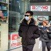 Un nombre croissant de New-Yorkais ont commencé à porter des masques de protection contre le coronavirus.