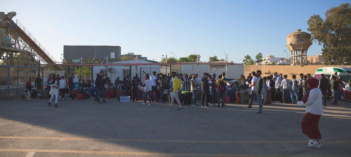 Refugiados en el Centro de Reunión y Salida en Trípoli, Libia-