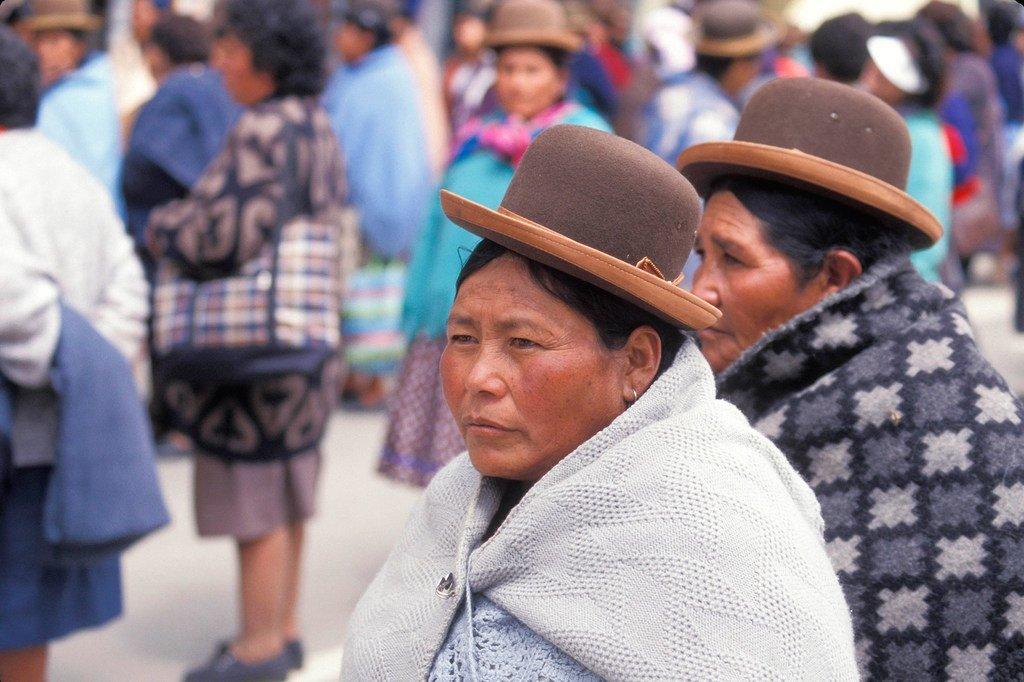 Wanawake watembea mitaani mjini La Paz, Bolivia.