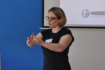 Сотрудница Фокус-Медиа Екатерина Артеменко проводит семинары для врачей.