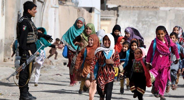 在阿富汗,只有五分之一的 15 岁以下女孩识字。