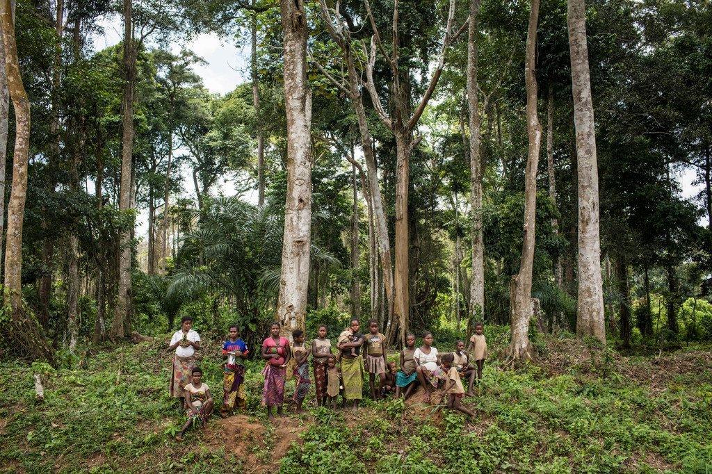 Jamii la kabila la watu wa asili ambao wanaishi kwenye misitu iliyo ndani zaidi nchini Jamhuri ya ya Congo, DRC.