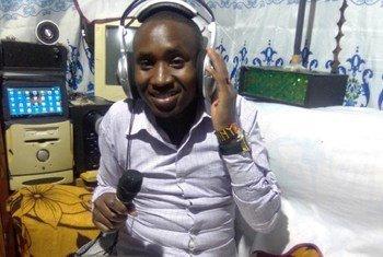 Daniel Nderitu mkazi wa Kaunti ya Nakuru nchini Kenya ametumia stadi zake kuanzisha radio ambayo imetumika kusaidia wanafunzi kusoma wakati shule zilipofungwa kutokana na COVID-19.