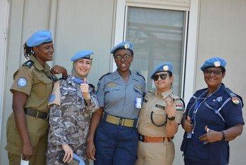 أحلام الهباهبة مع زميلاتها في بعثة الأمم المتحدة لحفظ السلام في جنوب السودان