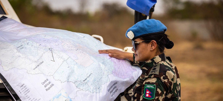 दक्षिण सूडान में यूएन मिशन में सेवारत नेपाल की एक महिला शान्तिरक्षक.