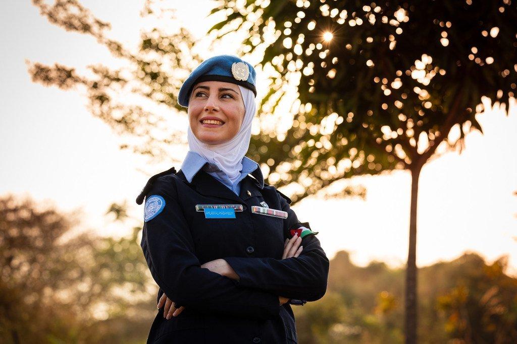ضابطة الشرطة الأردنية أحلام الهباهبة، تعمل مع فريقها، في بعثة الأمم المتحدة في جنوب السودان، لبناء قدرات الشرطة الوطنية في التعامل مع حالات العنف الجنسي والعنف القائم على النوع الاجتماعي.