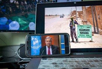 El Secretario General António Guterres durante una reciente reunión informativa para la prensa sobre las repercusiones de su llamamiento a un alto el fuego mundial durante el brote de COVID-19.