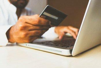 FMI revela que aumentou o número de empresas que somente desenvolvem conteúdos digitais, do comércio eletrônico e transferências monetárias, além da compra de bens e serviços online