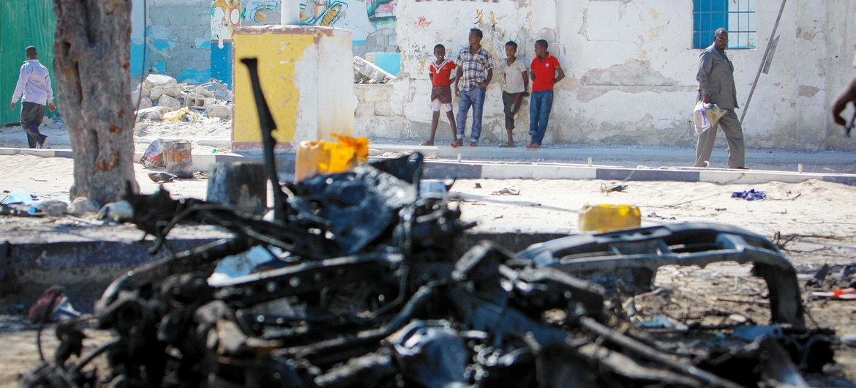 Epave d'une voiture piégée qui a explosé à Mogadiscio, en Somalie (photo d'archives).