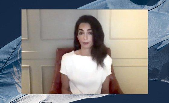 """Amal Clooney, que atuou como advogada de Nadia Murad, disse que os responsáveis """"têm de ser levados à justiça por estes crimes hediondos."""""""