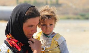 Yazidis who fled Sinjar Mountain re-enter Iraq from the Syrian Arab Republic. (file)