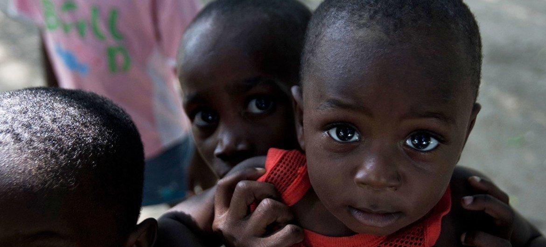 Más de medio millón de niños en Haití carecen de acceso a refugio, agua potable e instalaciones de higiene, están aumentando rápidamente la amenaza de infecciones respiratorias agudas, enfermedades diarreicas, cólera y malaria.