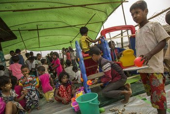 在若开邦首府实兑的Thet Kel Pyin穆斯林境内流离失所者营地中,孩子们正在玩耍。 (2019年图片)