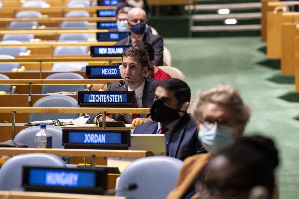 自2019冠状病毒病暴发以来,联合国大会一致通过在线方式举行会议,9月3日是自3月以来联大首次举行了面对面会议。