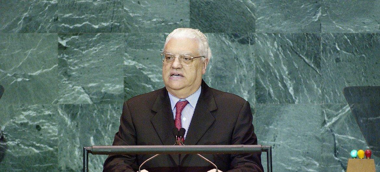 Diogo Freitas do Amaral discursa na Assembleia Geral em 2005