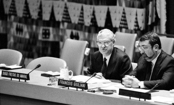 Freitas do Amaral, enquanto presidente da Assembleia Geral, preside às comemorações do Dia Mundial do HIV/Aids