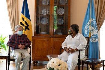联合国秘书长安东尼奥·古特雷斯(左)会见巴巴多斯总理米娅·莫特利。