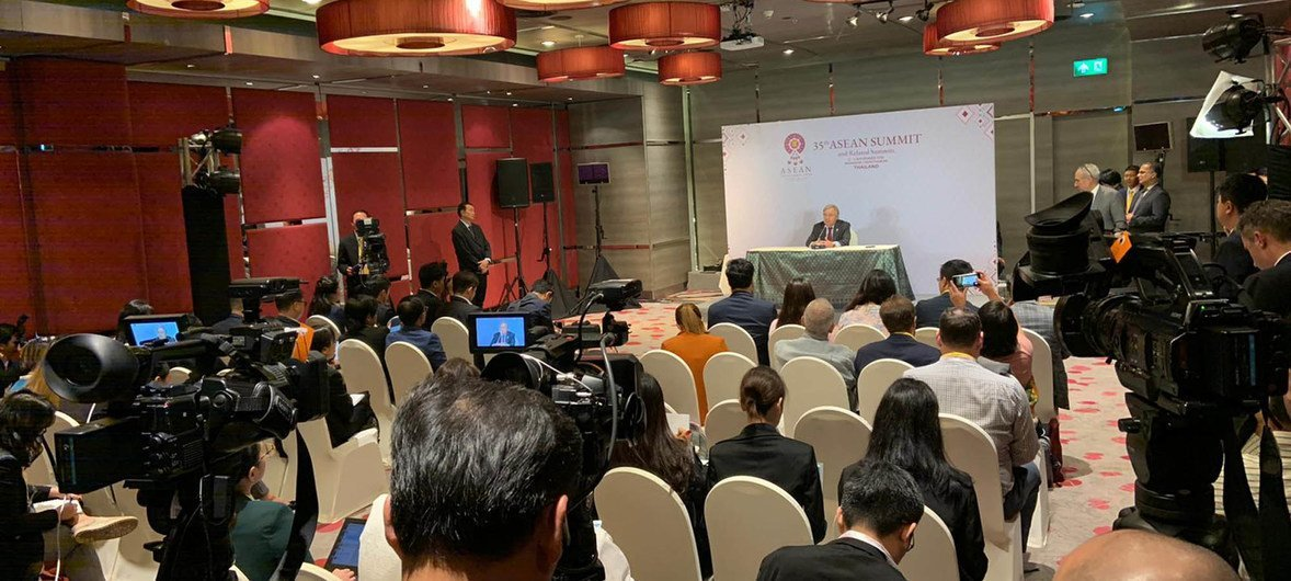 Secretary-General António Guterres speaks to the press after addressing the ASEAN Summit in Bangkok, Thailand. (3 November 2019)
