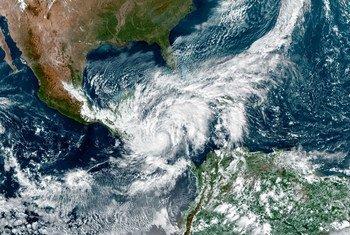 Una imagen de Satélite de la NASA muestra al huracán Eta tocando tierra en Centroamérica.