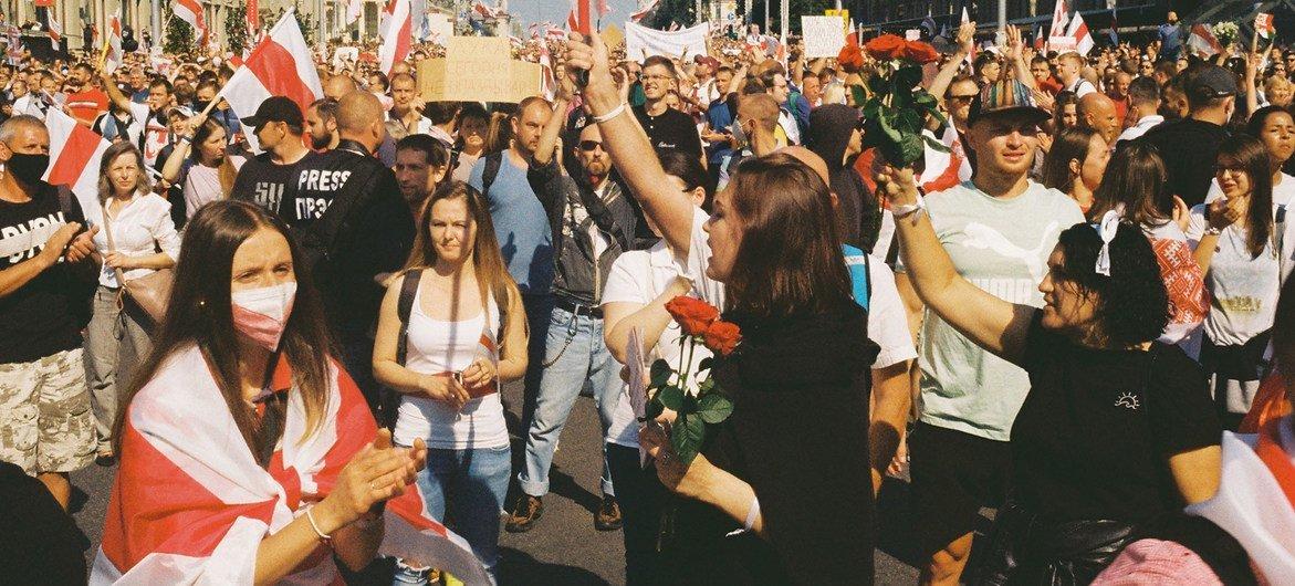 Des manifestants lors de la Marche pour la paix et l'indépendance à Minsk, au Bélarus (photo d'archives).