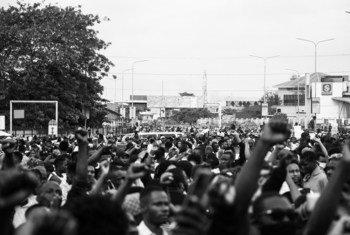Manifestantes protestando en la ciudad nigeriana de Lagos.