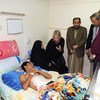 Representante especial para o Iraque, Jeanine Hennis-Plasschaert, visita protestantes feridos no hospital al-Kindi no Iraque