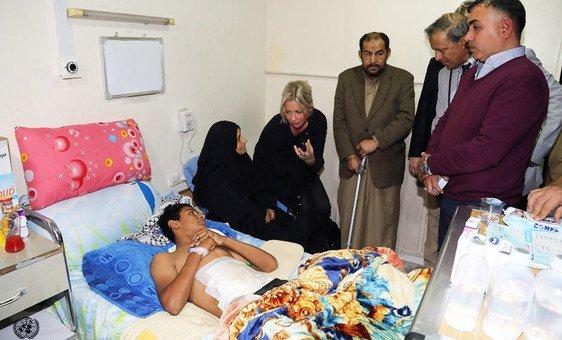 Representante especial para o Iraque, Jeanine Hennis-Plasschaert, visita  hospital al-Kindi no Iraque (novembro 2019).
