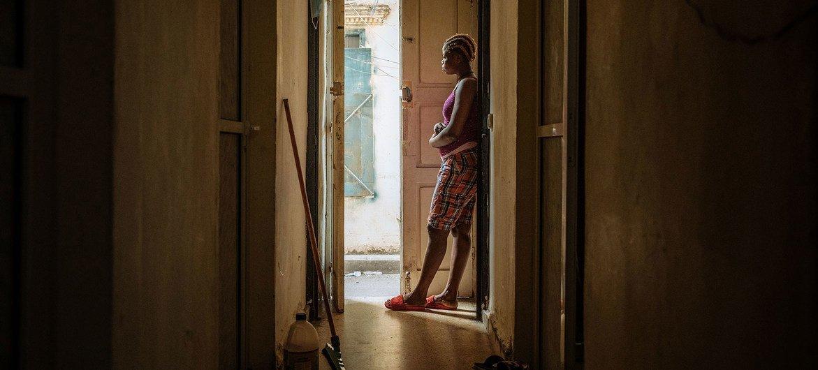 Muchas mujeres migrantes han perdido sus empleos como trabajadoras domésticas.