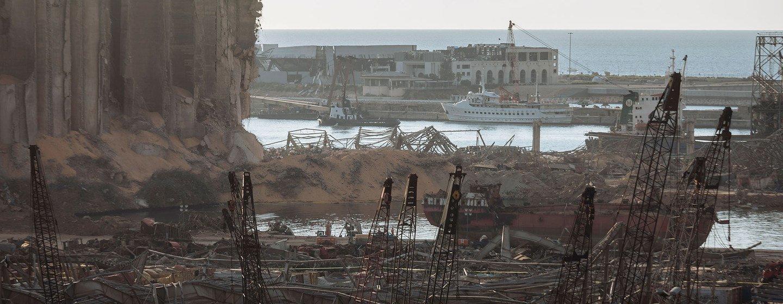 O porto de Beirute sofreu ampla destruição pela explosão em 4 de agosto de 2020