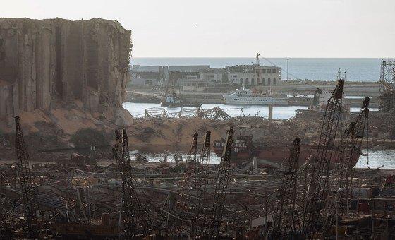 تعرض مرفأ بيروت لأضرار فادحة بعد الانفجار الذي وقع في آب/أغسطس 2020.