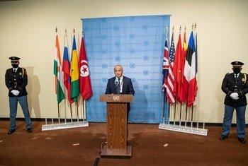 طارق الأدب، المندوب الدائم لتونس لدى الأمم المتحدة ورئيس مجلس الأمن لشهر كانون الثاني/ يناير 2021، يتحدث خلال حفل رفع أعلام الأعضاء غير الدائمين الجدد في مجلس الأمن.
