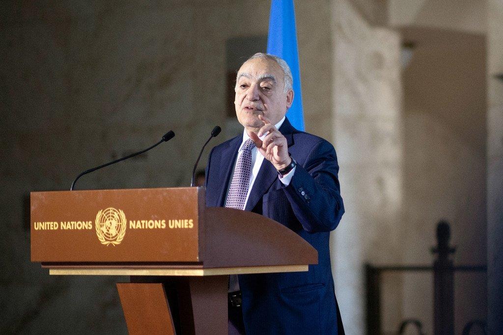 غسان سلامة، الممثل الخاص للأمين العام إلى ليبيا، ورئيس بعثة الأمم المتحدة للدعم في ليبيا، يتحدث إلى الصحفيين في مقر الأمم المتحدة بجنيف.