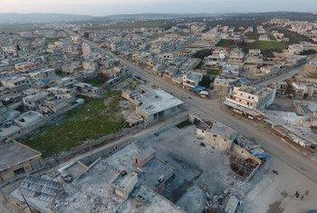 Une vue aérienne montre la destruction généralisée à Idlib dans le nord-ouest de la Syrie.