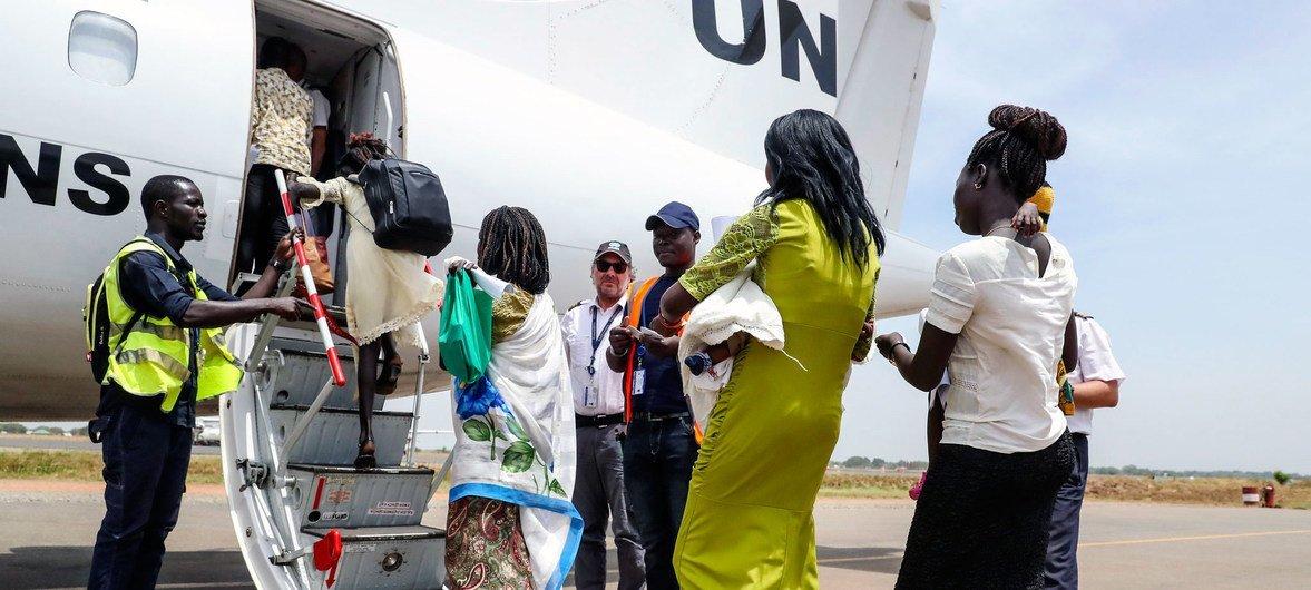 在联合国维和部队营地内生活多年后,13名流离失所的南苏丹妇女和儿童自愿返回了位于该国第二大城市马拉卡勒(Malakal)的家乡。