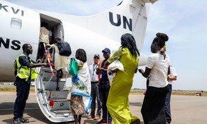 Grupo de mulheres e crianças que viveu no acampamento da ONU em Juba regressam a Malakal