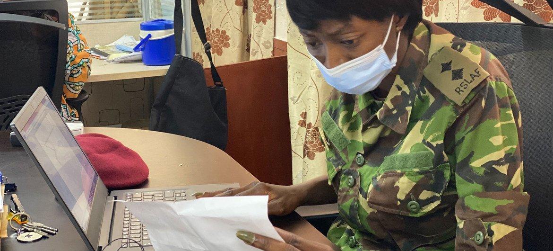 La Lieutenante Moiwo ajoute des données quotidiennes dans le cadre de la lutte contre la Covid-19 en Sierra Leone.
