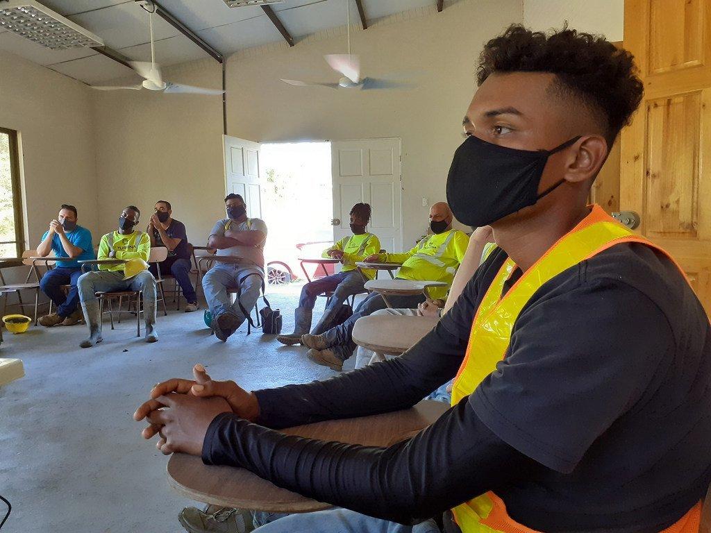 Juegos de roles, representaciones dramáticas, reflexiones colectivas fueron algunas de las técnicas utilizadas para capacitar a los trabajadores de la construcción contra el acoso sexual.