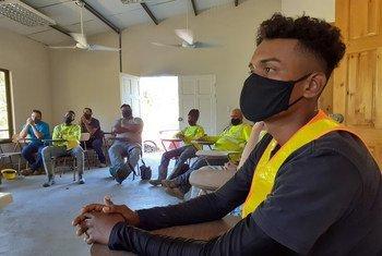 Les jeux de rôle, les représentations dramatiques, les discussions collectives sont quelques-unes des techniques utilisées pour former les travailleurs du bâtiment contre le harcèlement sexuel.