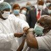 Un professionnel de santé de terrain a été la deuxième personne en Angola à recevoir le vaccin anti-Covid-19.