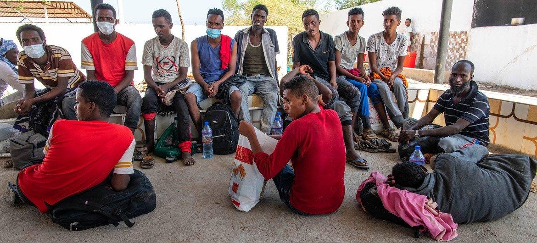 Des migrants secourus d'un navire au large de Djibouti sont hébergés dans un centre de sauvetage (archive)